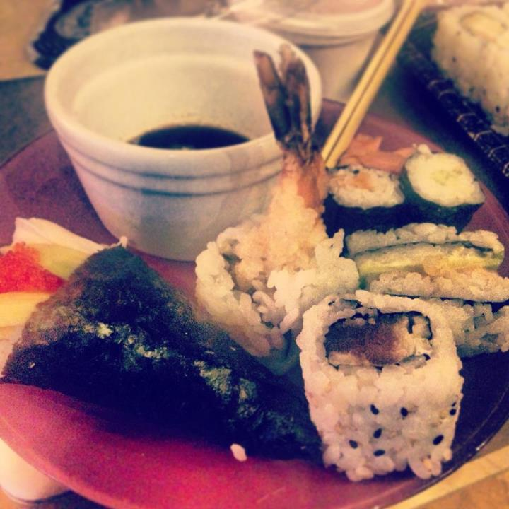 Having a take-in sushi date! Where's your favourite place to order food from?