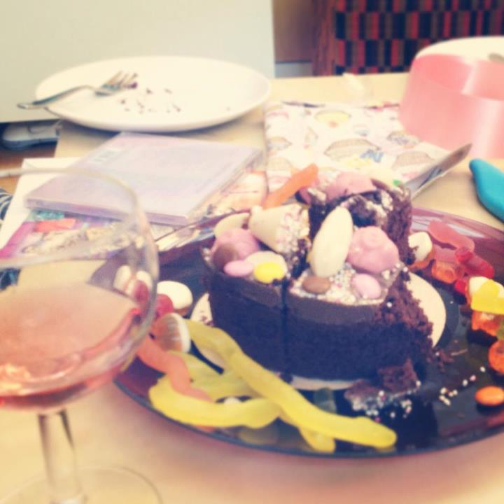 Feeling dizzy on birthday cake, pink fizz & 90s pop to celebrate Laura's birthday!